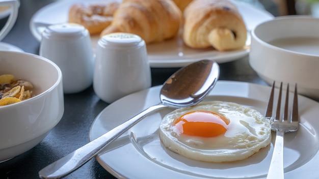Desayuno con huevo frito