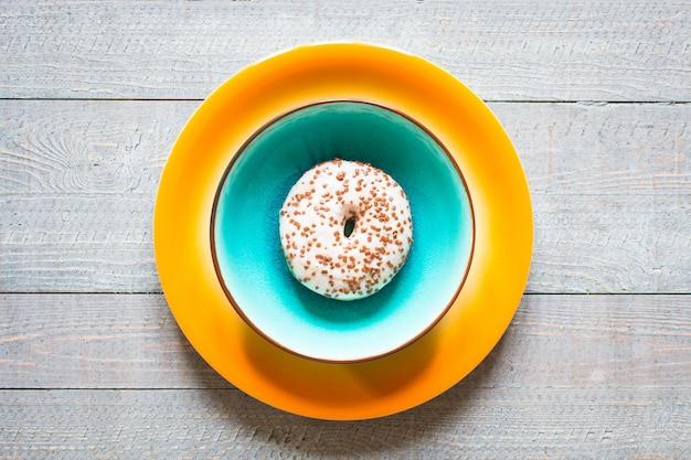 Desayuno de la mañana con donas de colores