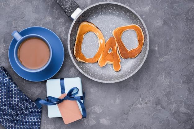 Desayuno de la mañana y regalo para el día del padre.