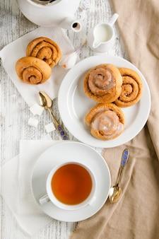Desayuno con pan de canela