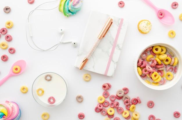 Desayuno y portapapeles agenda diaria