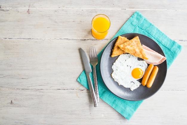 Desayuno de primera vendimia huevo cocido