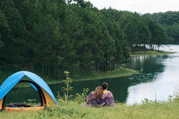 Descansando junto al lago