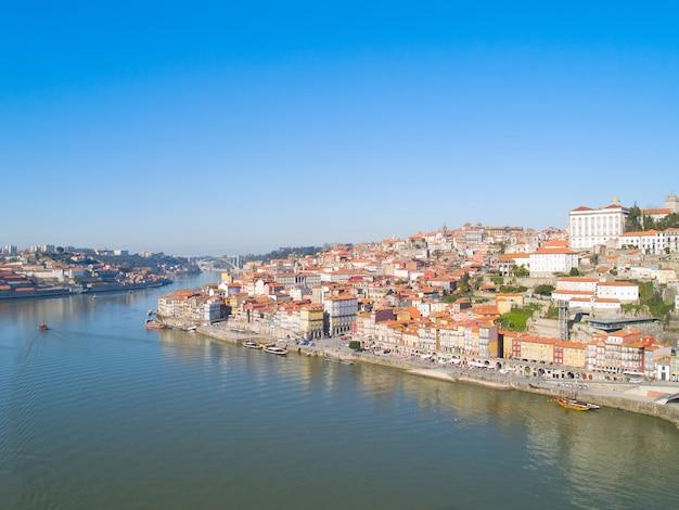 Descripción general del casco antiguo, porto desde arriba, portugal