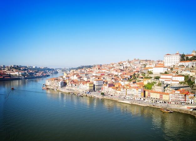Descripción general de la ciudad vieja, porto desde arriba, portugal, tonos retro