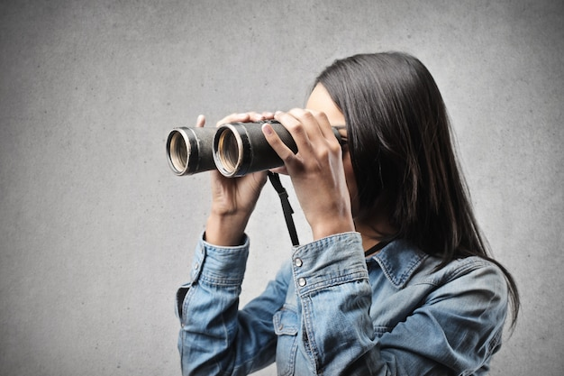 Descubriendo con unos binoculares