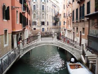 Descubrir los canales de venecia, venecia