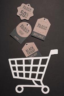 Descuentos de black friday en etiquetas de papel en carrito de compras