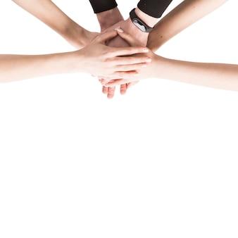 Desde arriba, las manos juntas