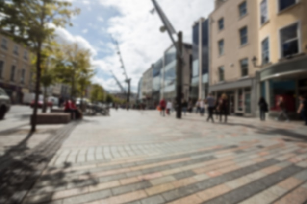 Desenfocar la vista de los peatones caminando en la calle