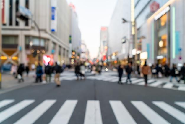 Desenfoque abstracto calle comercial en shinjuku en tokio, japón
