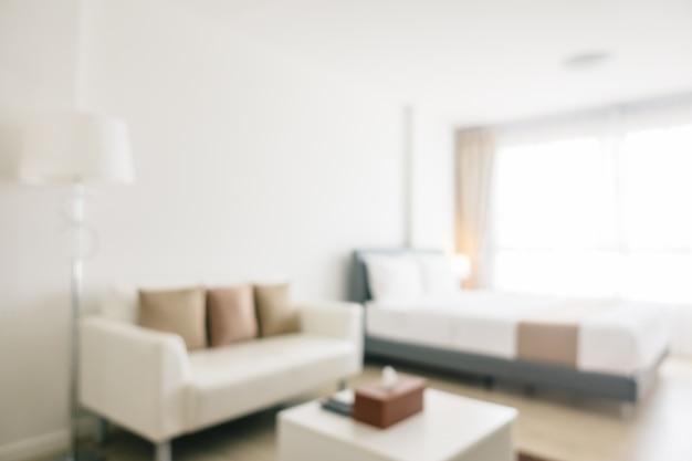 El desenfoque abstracto y el interior y la decoración defocused del dormitorio