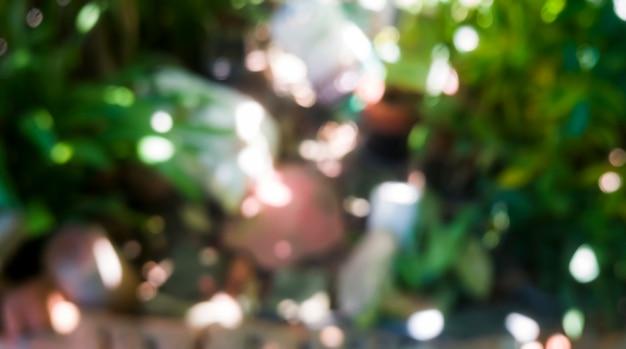 Desenfoque desenfocado en el jardín verde de fondo abstracto, bokeh de luz puntual en el jardín