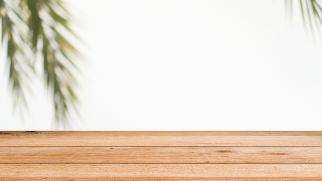 Desenfoque de fondo de hojas de coco con madera vieja