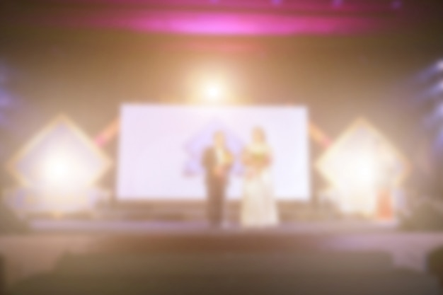 Desenfoque de la gente de success en el escenario con iluminación en la ceremonia de premiación empresarial