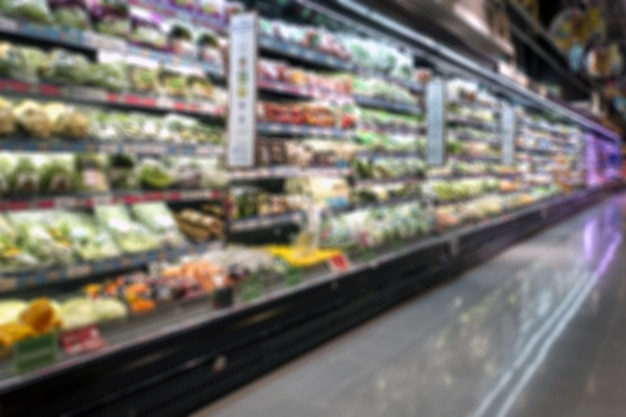 Desenfoque de imagen para el fondo del supermercado, sección de frutas y verduras frescas minimart