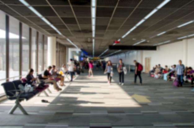 Desenfoque de personas en el aeropuerto.