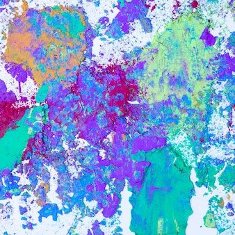 Desenfoques de violeta, aguamarina y lila en colores secos.