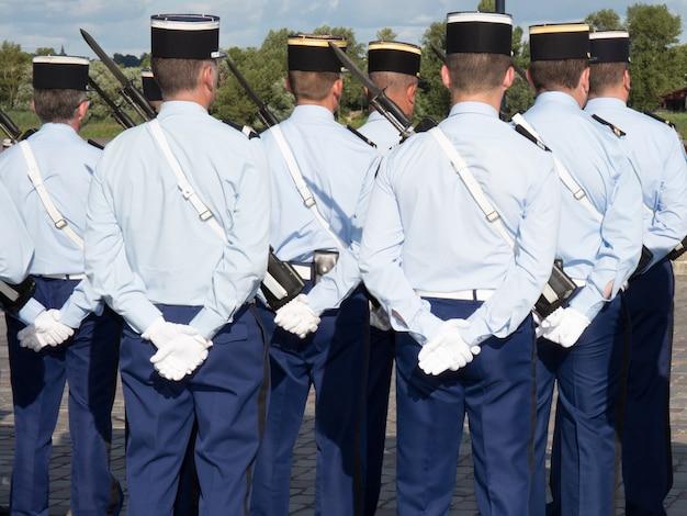 Desfile militar durante la ceremonia del día nacional francés