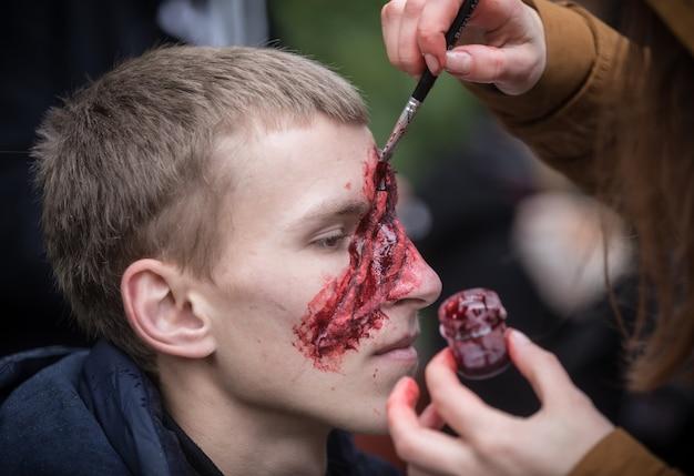 Desfile de zombis en las calles de kiev