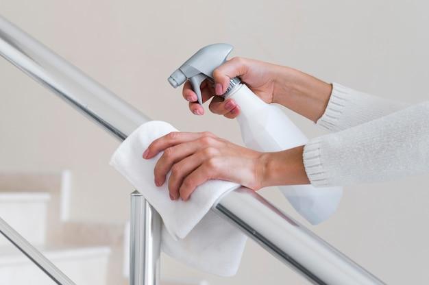 Desinfección de manos pasamanos