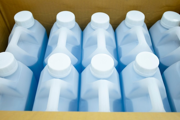 Desinfectante de manos envase caja entrega autoaislamiento covid-19 brote de enfermedad contagiosa