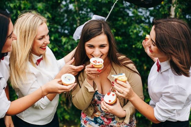 Despedida de soltera. fiesta de bodas. mujeres en una fiesta.