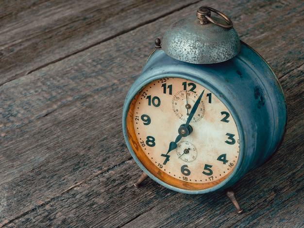 Despertador mecánico antiguo