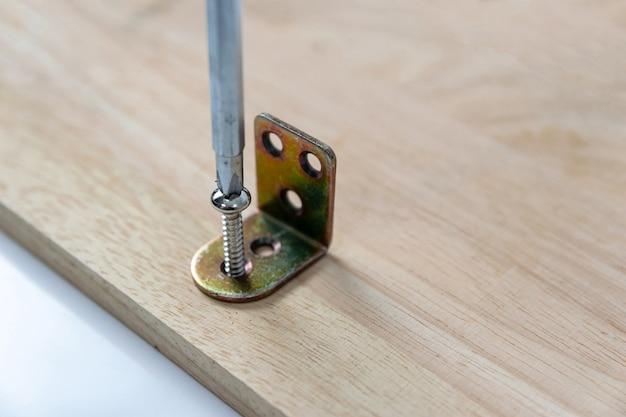 Destornilladores y tornillos para taladrar madera