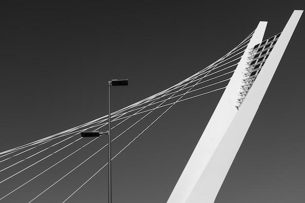 Detalle arquitectónico del puente ennio flaiano en pescara