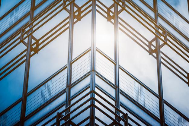 Detalle de las arquitecturas de cristal en tono azul.