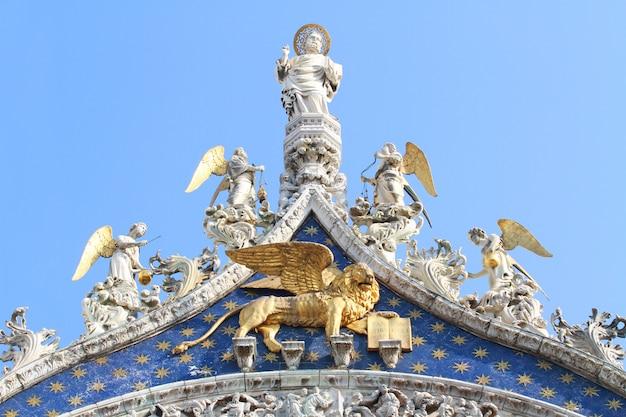 Un detalle de la catedral en venecia