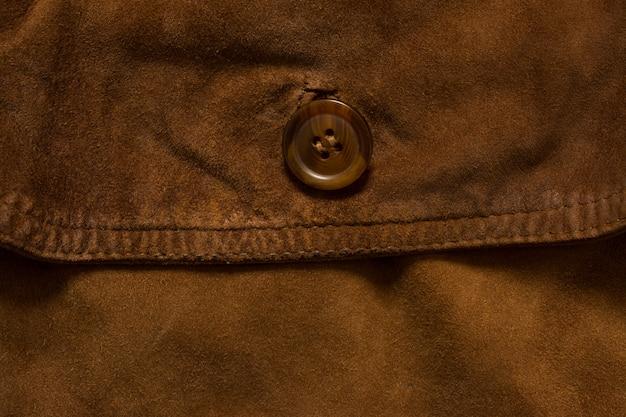 Detalle de la chaqueta de gamuza.