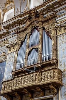 Detalle cristiano - órgano en la iglesia