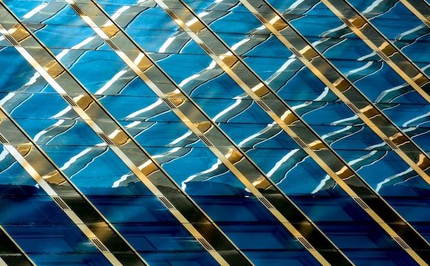 Detalle de edificio de oficinas moderno, superficie de vidrio
