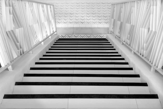 Detalle de los escalones de una escalera.