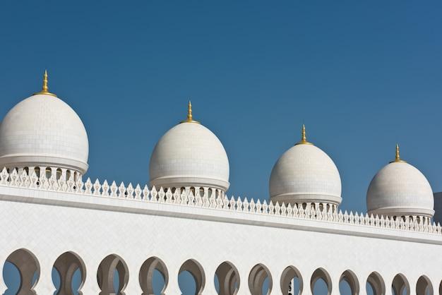 Detalle de la famosa mezquita blanca sheikh zayed en abu dhabi, emiratos árabes unidos