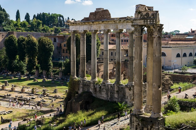 Detalle del foro romano en roma, italia
