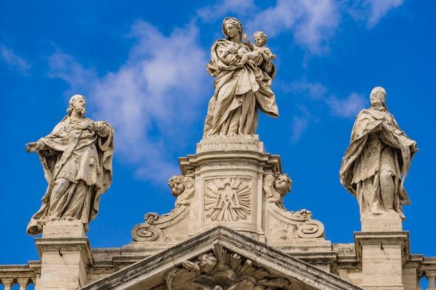 Detalle de la iglesia de santa maria maggiore en roma, italia