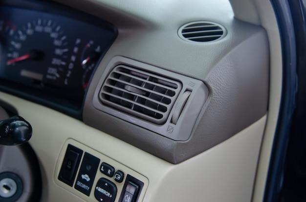 Detalle del interior del automóvil