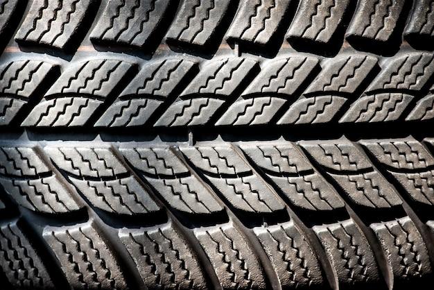 Detalle de un neumático de invierno
