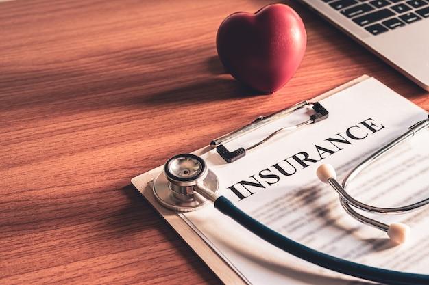 Detalle de los papeles del contrato de póliza de seguro. términos de la póliza de seguro de vida del concepto de uso.