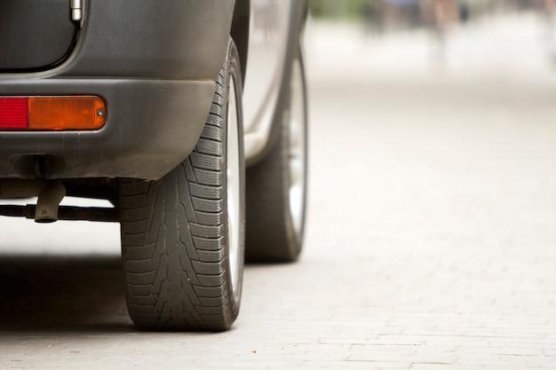 Detalle de ruedas de carro