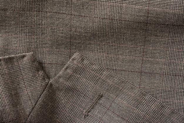 Detalle del traje de negocios de un hombre.