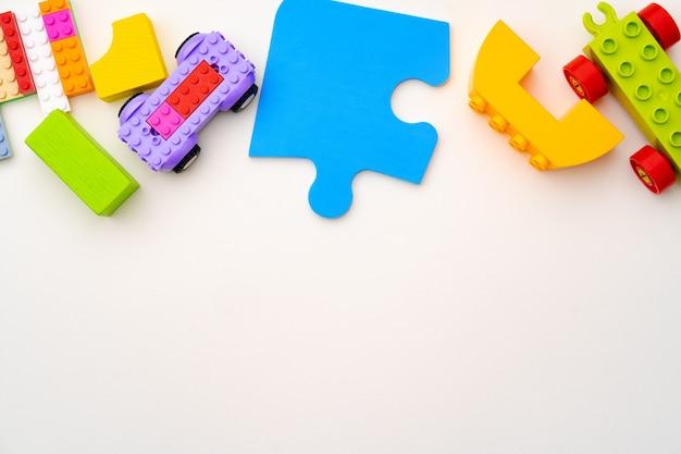 Detalles del constructor de plástico para niños en blanco