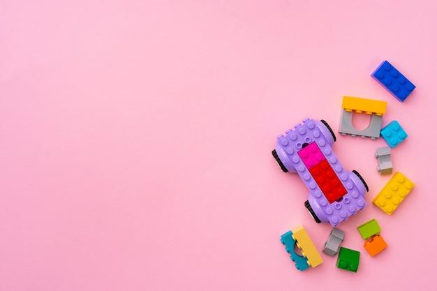 Detalles del constructor de plástico en rosa de cerca