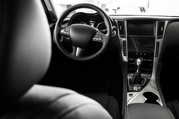 Detalles del interior del automóvil con estilo, interior de cuero