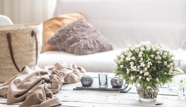 Detalles interiores de naturaleza muerta en la sala de estar y decoración