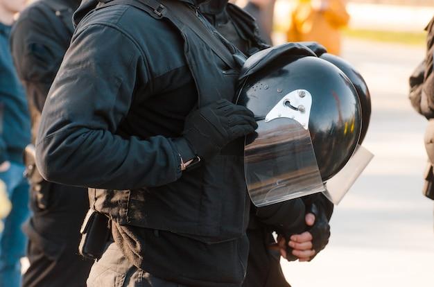 Detalles del kit de seguridad de un oficial de policía. patrulla de policía