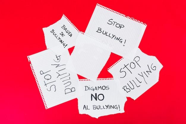 Detener bullying lemas en diferentes escritos